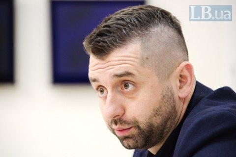 """Троє євродепутатів пояснили Арахамії, чому ймовірна втрата безвізу не """"чутки"""""""