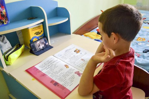 Для учнів 1-4 класів змінять систему оцінювання: замість балів будуть літери