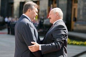 Янукович поздравил Лукашенко с Днем рождения
