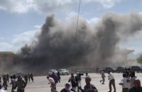 В Йемене в аэропорту произошли взрывы: погибли по меньшей мере 27 человек