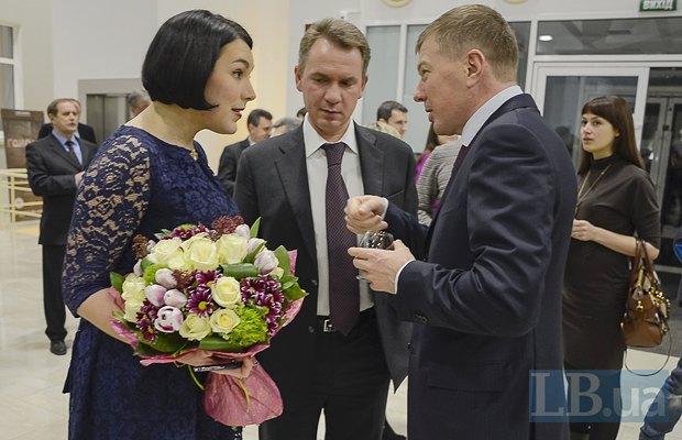 Справа - Сергей Ларин, экс-глава Администрации Президента, депутат от <<Оппозиционного блока>>
