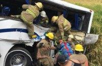 В Мексике перевернулся автобус с туристами, более 10 погибших