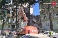У Батумі обвалився під'їзд п'ятиповерхівки, під завалами шукають людей