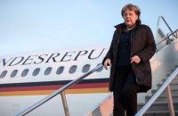Автомобиль протаранил самолет Меркель в аэропорту Дортмунда