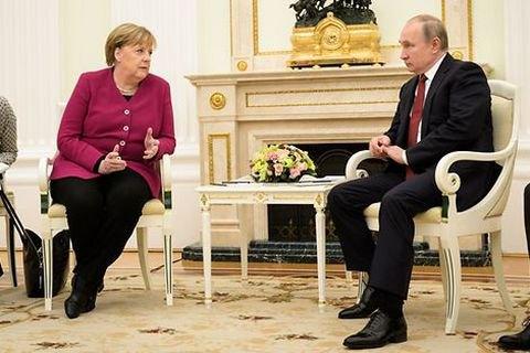"""Меркель назвала саммит нормандской четверки """"частично успешным"""""""