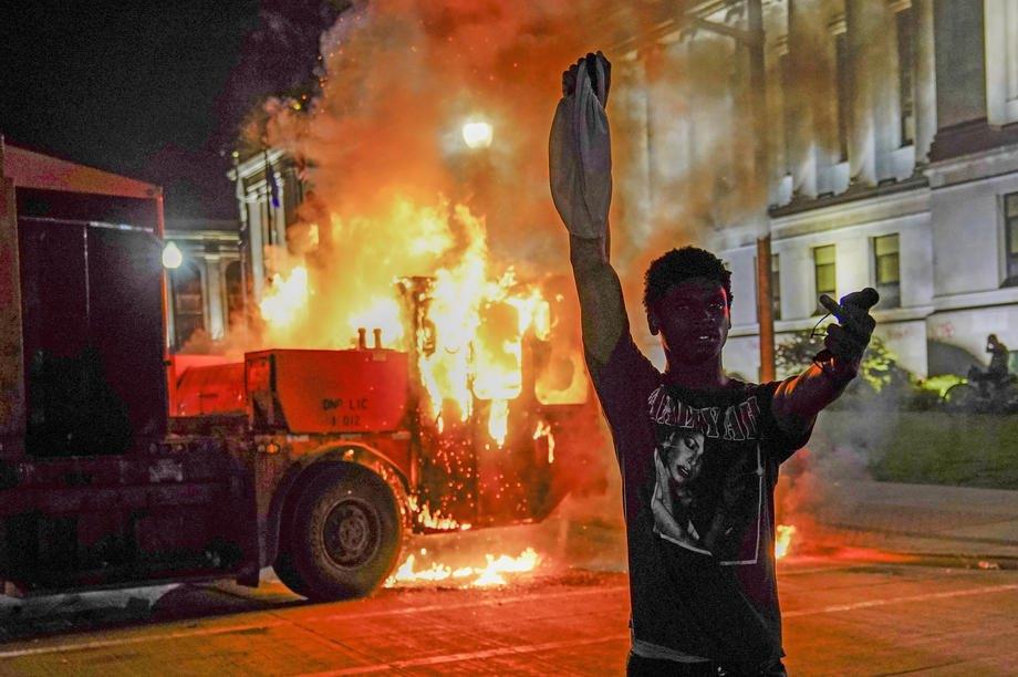 На второй день беспорядков после убийства Джейкоба Блейка в Кеноша, 24 августа 2020