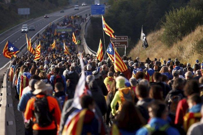 Марш протеста от города Берга до Барселоны против приговора Верховного суда Испании лидерам, выступающим за независимость Каталонии, 16 октября 2019