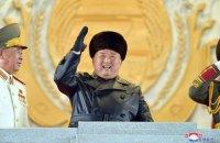 """В Северной Корее провели военный парад с """"самой мощной ракетой в мире"""""""