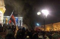 На Майдане произошла потасовка между силовиками и националистами из-за покрышек