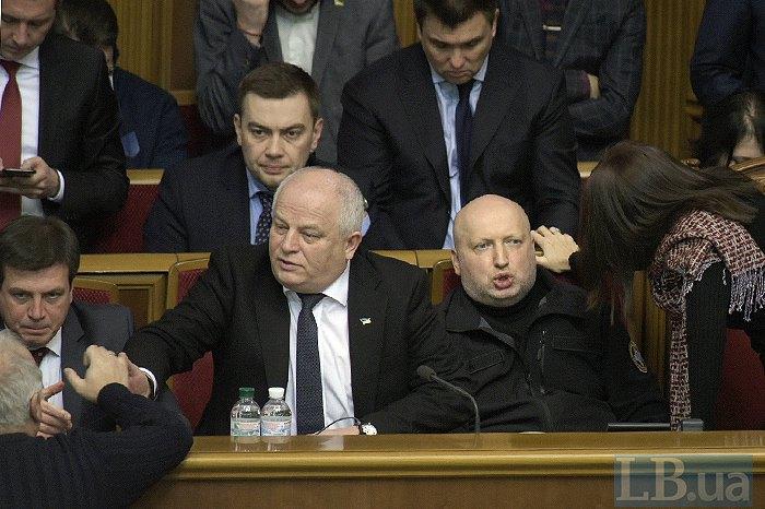 На передньому плані: Геннадій Зубко, Степан Кубів і Олександр Турчинов