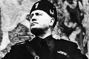 В Италии установили памятную доску Муссолини