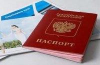 В паспортах россиян депутаты предлагают печатать гимн