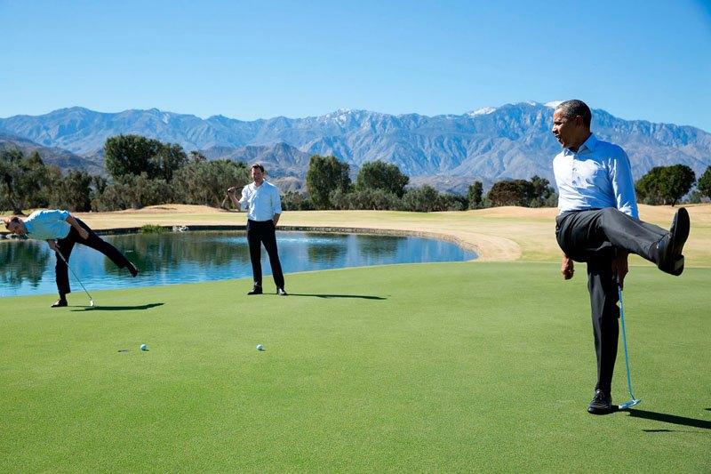 Барак Обама играет в гольф с сотрудниками администрации на ранчо Мираж (Калифорния). 16 февраля 2016 года