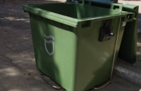 Жителі приватного сектора у Дніпрі вкрали сміттєві контейнери, щоб квасити в них капусту і солити кавуни