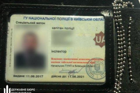 У Києві затримали поліцейського під час отримання хабара за повернення вилученого автомобіля
