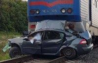 Автомобиль попал под поезд Киев - Бердянск, есть жертвы