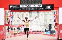 Кенієць Еліуд Кіпчоґе підтвердив звання найшвидшого марафонця у світі