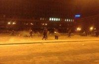 """""""Тітушки"""" відловлюють у центрі Запоріжжя людей, а міліція вантажить їх в автозаки, - Курінний"""