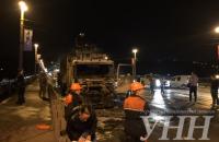 На мосту Патона в Києві згорів сміттєвоз