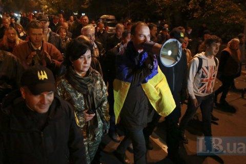Полиция попросила митингующих под Радой перейти в Мариинский парк