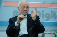 Азаров влаштував рейд по донецьких банках у пошуках валюти