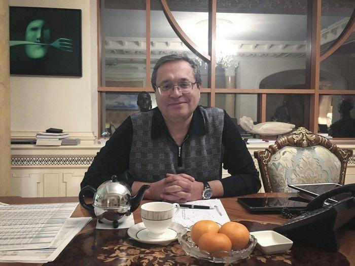 Андрій Адамовський у своєму офісі в Києві.