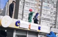 На Троещине в Киеве мужчина угрожал сжечь себя из-за демонтажа МАФов