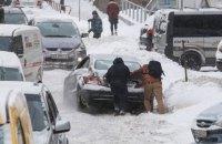 Київ обмежує в'їзд вантажівок через негоду