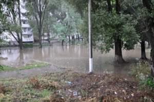 У Дніпропетровську через зливи постраждали мешканці багатоповерхівок