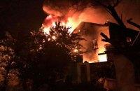 В Одеській області рятувальники 5 годин гасили пожежу на складах з косметикою