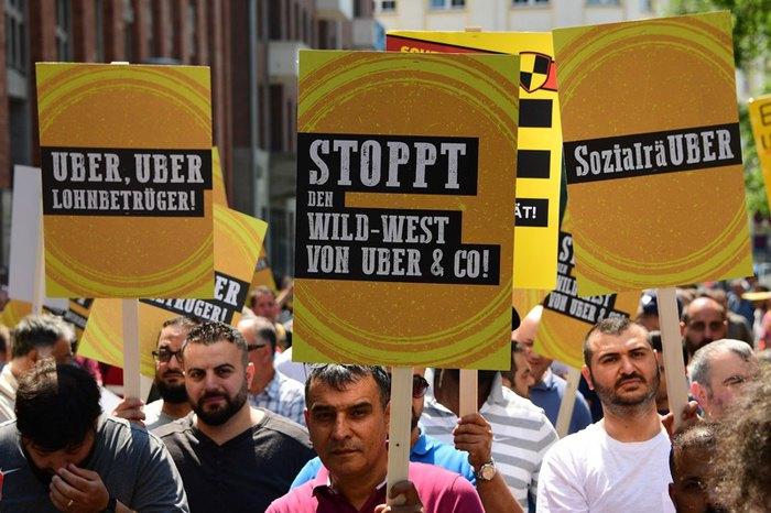 Акція протесту таксистів проти Uber таксі в Берліні, 6 червня 2019.