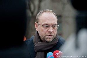 Власенко рассказал подробности уголовных дел против него
