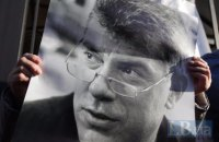 Власти Москвы предложили установить табличку Немцову в подъезде его дома