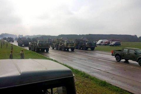 На военном параде ко Дню независимости покажут 200 единиц техники
