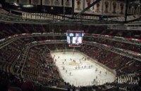В благотворительном матче две студенческие хоккейные команды США устроили яркую драку
