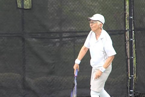 74-летняя теннисистка сыграла в профессиональном турнире ITF во Флориде
