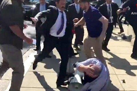 Полиция США выдвинет обвинения 12 охранникам Эрдогана за драку в Вашингтоне