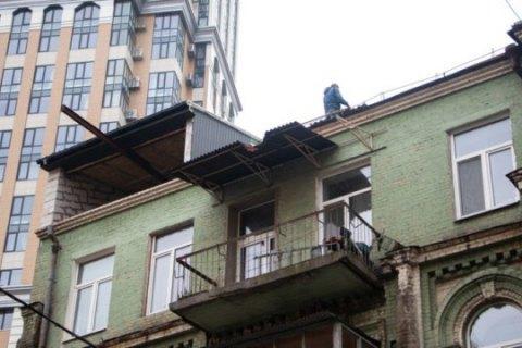 У Києві почали демонтаж незаконної надбудови на вул. Саксаганського