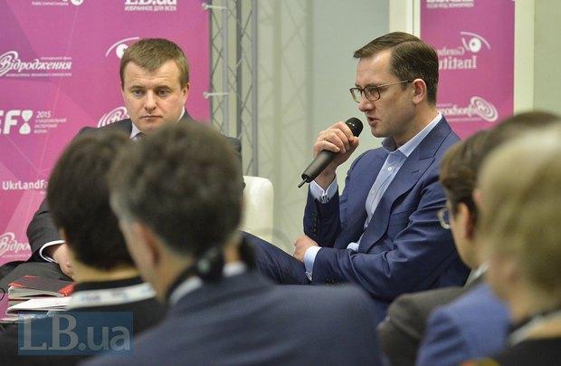 Справа - Игорь Уманский, первый заместитель министра финансов Украины