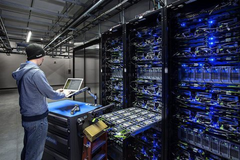 """Хакеры обнародовали 175 гигабайт """"утечки"""" о войне на Донбассе и связях Кремля с РПЦ"""