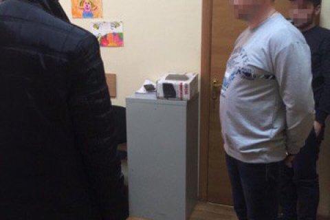 В Киеве задержали чиновников по подозрению в вымогательстве взяток у людей с инвалидностью