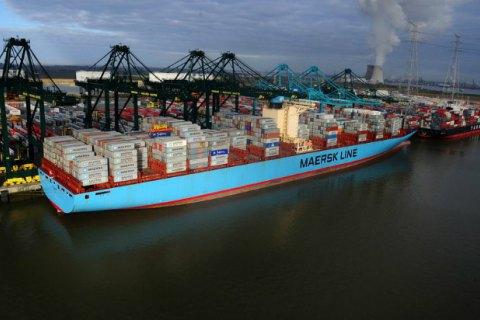 Другий за величиною порт Європи заблокований суховантажем, що сів на мілину