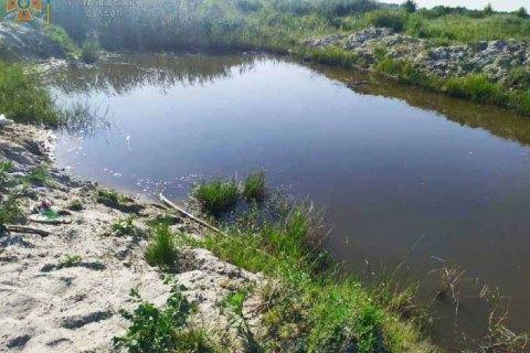 На Чернігівщині двоє дітей потонули у місцевому ставку