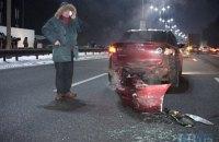 В Киеве во время оформления смертельной аварии столкнулись еще три авто