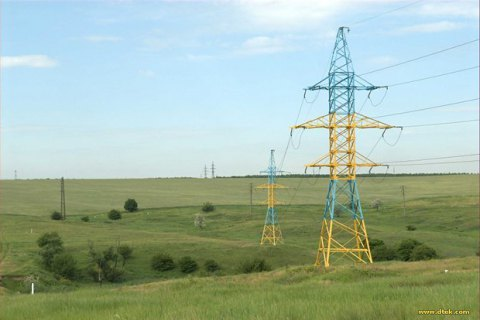 Цена на электроэнергии на новом рынке упала почти на 30%
