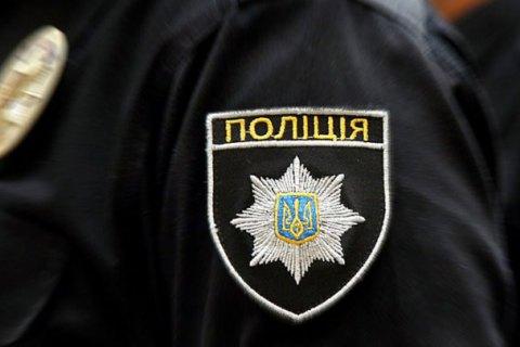 В Харькове полицейский избил мужчину и украл у него золотую цепочку