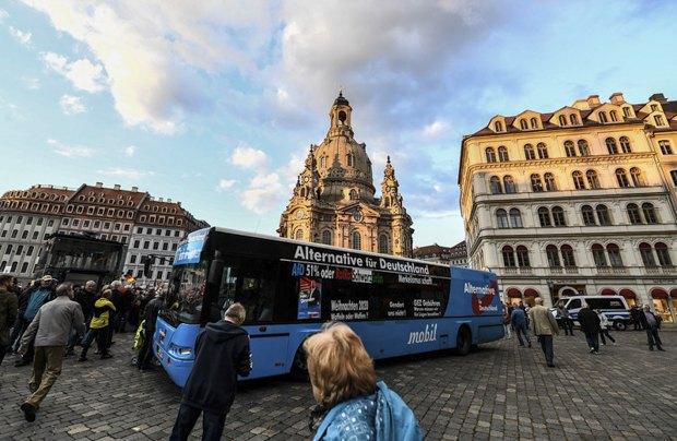 Автобус с предвыборной агитацией АдГ