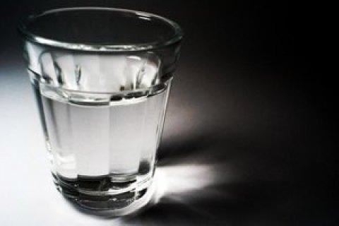 В Одесской области 6-летний мальчик отравился водкой, которую нашел на кладбище