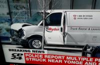 Полиция задержала водителя фургона, который наехал на толпу пешеходов в Торонто