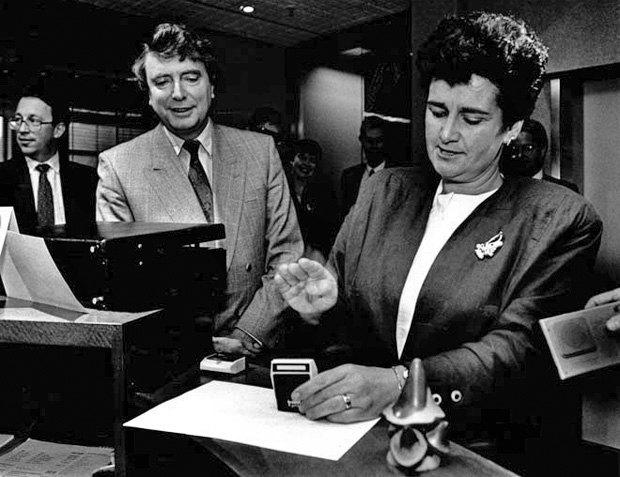 Міністр фінансів Нової Зеландії Рут Річардсон (справа), 1990 р